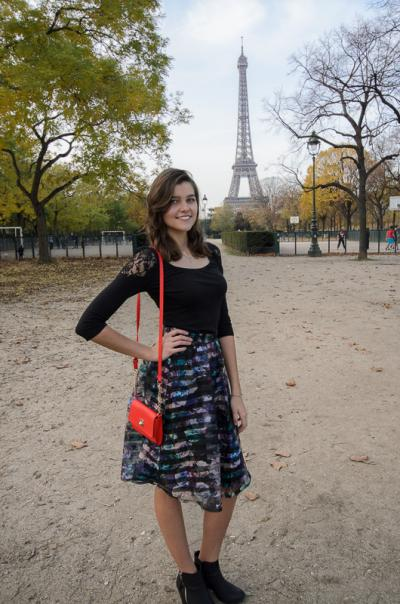 Photo of Marta Kosmyna in front of the Eiffel Tower